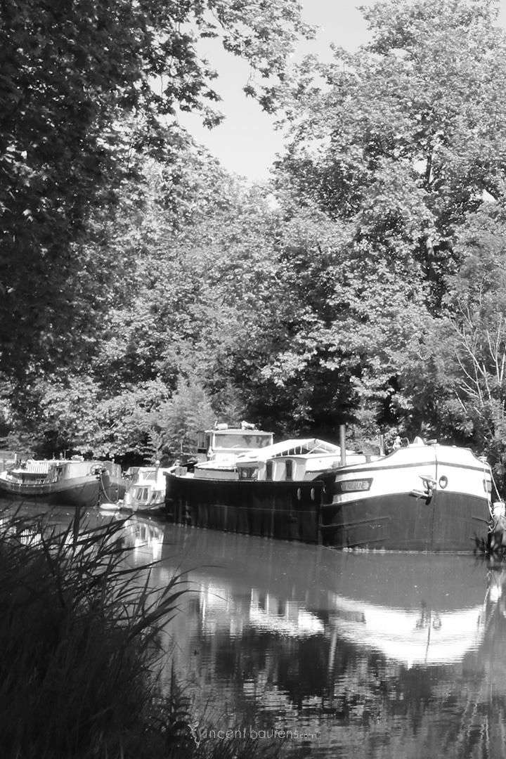 toulouse_canal_du_midi_peniche_nb
